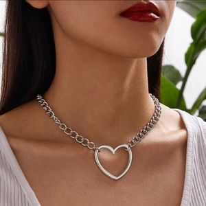 3/$30 🤍 Chunky Heart Necklace